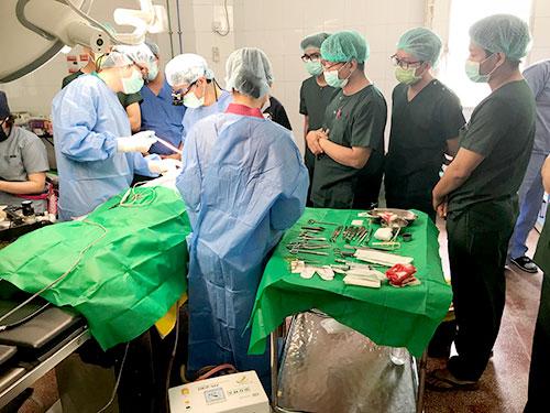 手術前の診察風景